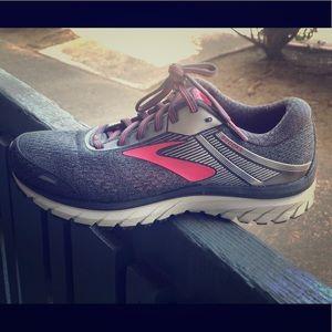 Brooks Women Adrenaline Running Shoes Sz 8 W Gray